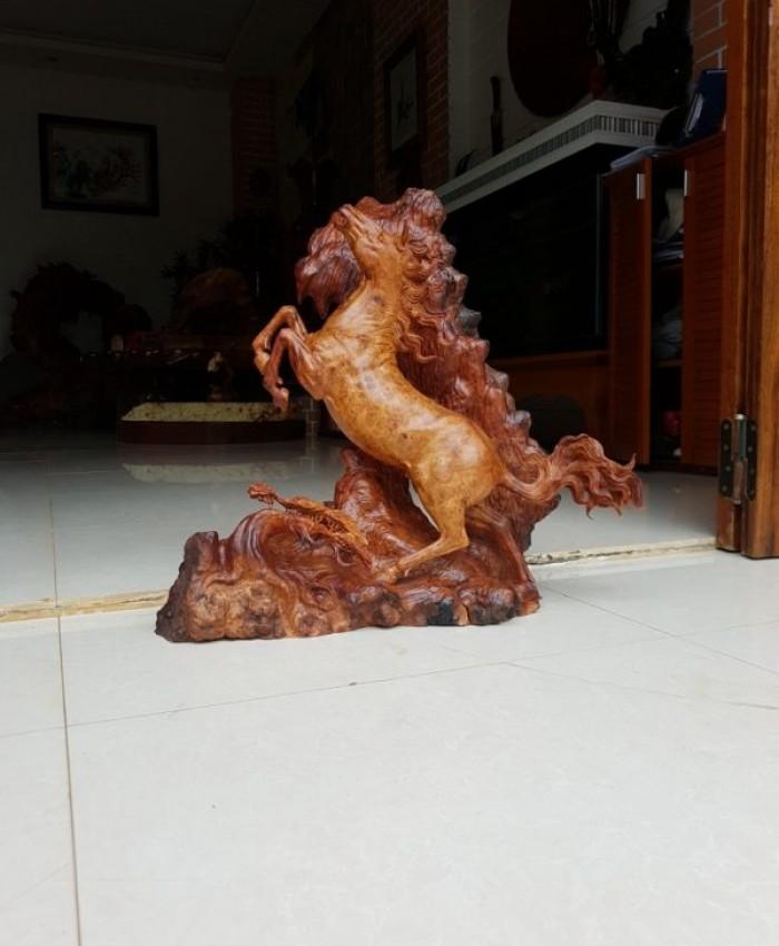 Tuong Con Ngua Nu Huong