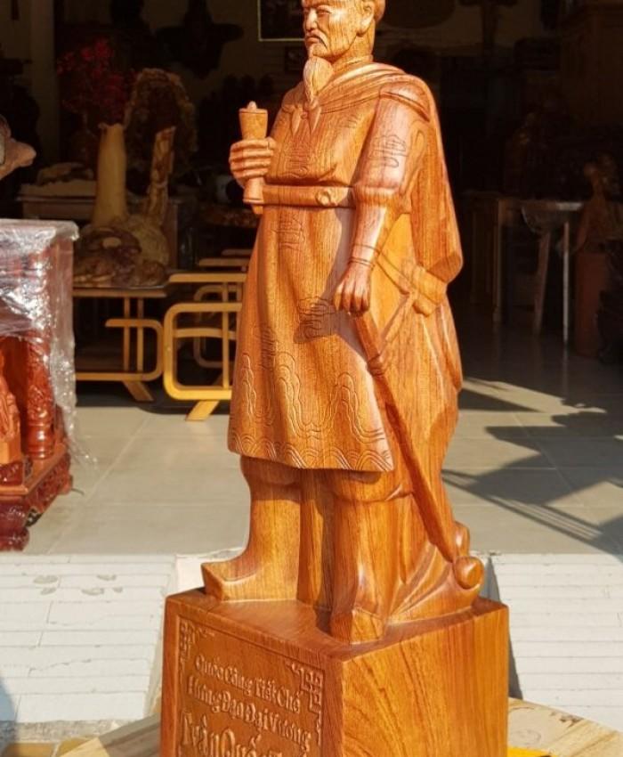 Tuong Go Tran Hung Dao U